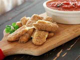 Applebee's Mozzarella Sticks Low-Fat/Low-Calorie