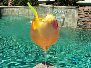 Applebee's White Peach Sangria copycat recipe by Todd Wilbur