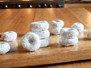 Hostess Powdered Donettes copycat recipe by Todd Wilbur