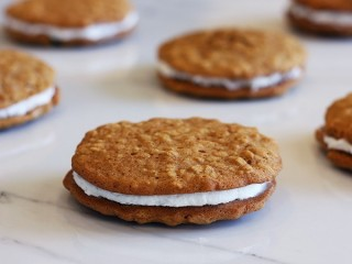 Little Debbie Oatmeal Creme Pies copycat recipe by Todd Wilbur
