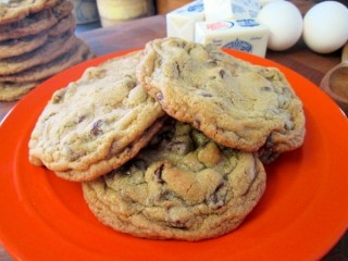 Mrs. Fields Chocolate Chip Cookies  1993 copycat recipe by Todd Wilbur
