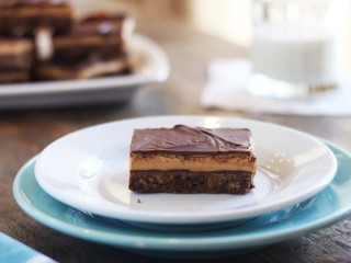 Mrs. Fields Peanut Butter Dream Bars copycat recipe by Todd Wilbur