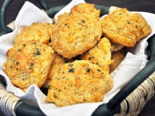Red Lobster Cheddar Bay Biscuits copycat recipe by Todd Wilbur
