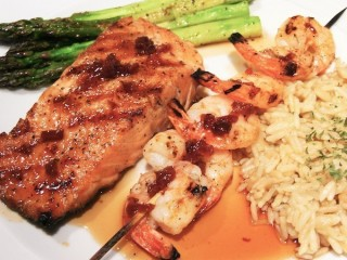 Red Lobster Maple-Glazed Salmon and Shrimp copycat recipe by Todd Wilbur