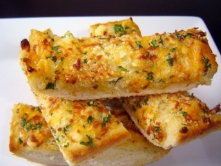 Stuart Anderson's Black Angus Cheesy Garlic Bread copycat recipe by Todd Wilbur