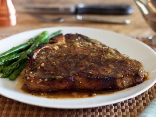 Stuart Anderson's Black Angus Whiskey Pepper Steak copycat recipe by Todd Wilbur