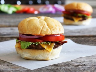 Wendy's Wild Mountain Bacon Copycat Cheeseburger copycat recipe by Todd Wilbur